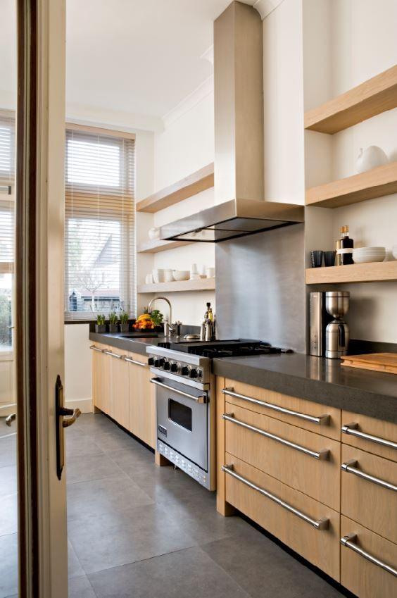Luxe maatwerk massief eiken houten keuken  met vlakke fronten en granieten aanrechtblad - The Living Kitchen by Paul van de Kooi