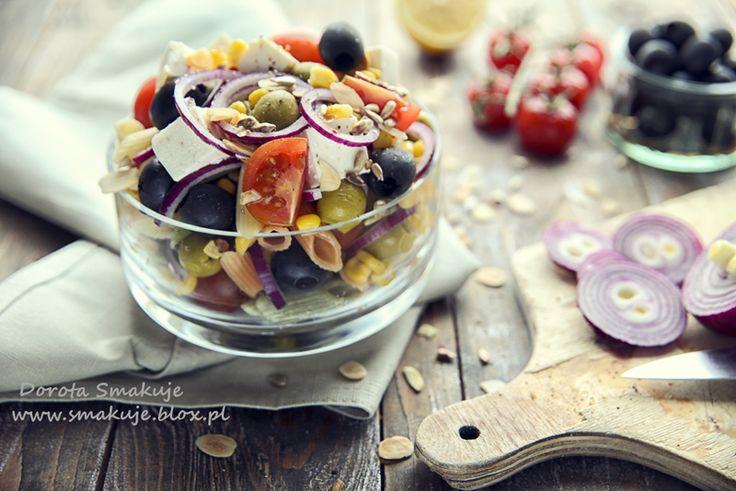 Kolorowa sałatka makaronowa