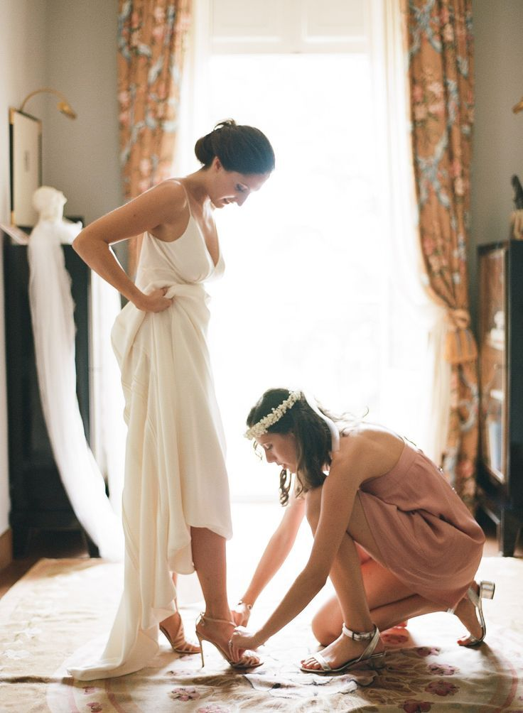 12 Things the Maid of Honor Can't Forget to Do the Morning of the Wedding | Brides