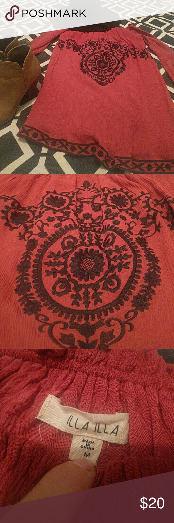 LIKE NEW Bohemian Blouse Another great Fall outfit in the making here! Pair with jeans, booties, and a hat for a Saturday at the farmers market. Gorgeous embroidery! Illa Illa Tops Blouses