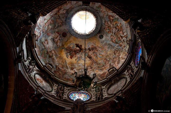 Il duomo di #Lecce, ubicato nella splendida piazza omonima, risale originariamente al XII secolo e rimaneggiato nel '600. Al suo interno custodisce eccezionali tesori d'arte, tele ed affreschi pregevoli. Per saperne di più, consultate il nostro portale.  Photo credits: MP Mirabilia - InnovaPuglia  http://www.viaggiareinpuglia.it/at/10/luogosacro/1052/it/Duomo-dell-Assunta-Lecce-(Lecce)