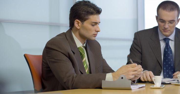 Cómo diferenciar un cambio planeado de un cambio no planeado en una organización. El cambio organizacional es una alteración o ajuste en las operaciones de negocios en curso de una empresa. Los dueños y directores de un negocio tal vez necesiten dirigir un cambio planeado o no planeado. Diferenciar entre estos dos procesos de cambio puede ayudar a los dueños y directores a entender las fuerzas internas y externas que afectan a ...