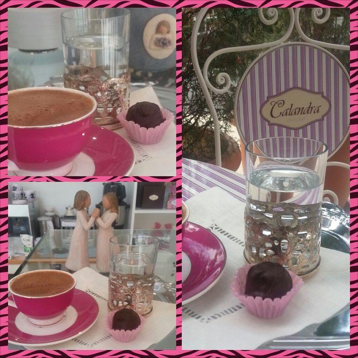 Calandra Chocolat'ta kahve keyfi #calandrachocolate #coffee #enjoy #enjoyingcoffee #water #pink #chocolate #silver