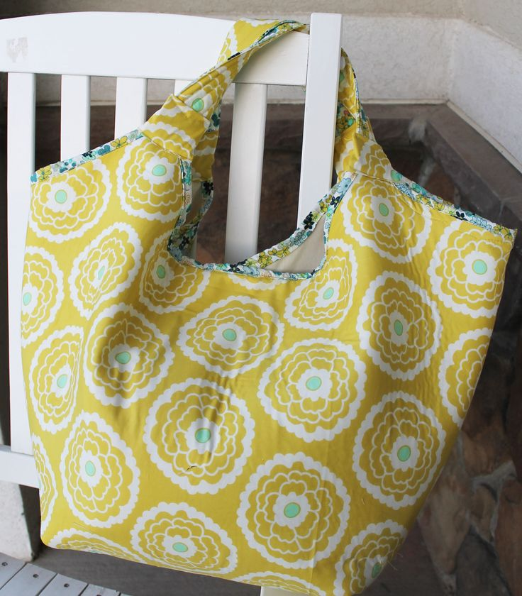 Make your own beach bag this year with this free beach bag pattern. This easy to follow tutorial with pictures can be done an evening. Don't miss this one.