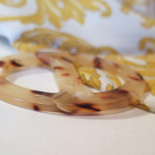 Elegantná ručne brúsená spona na šatku zo živice - farba07