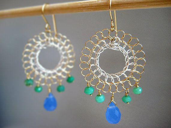 Articoli simili a Flamenco di orecchini - nichel free hoop filo spagnolo, delicato, crisoprasio verde menta, blu royal goccia - lampadario blu (piccolo) su Etsy