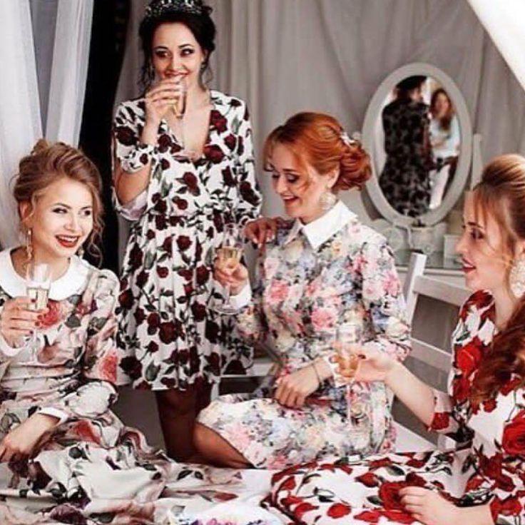 Несколько красивых женщин в одной комнате превращают ее в прекрасный сад🌺🌺. Цветочные принты на платьях Olga Grinyuk подчеркивают природную женственность и обаяние. Никто не сможет устоять перед таким очарованием❤️. Ведь нежностью и города берутся😉! ___________________________ Дизайнер - @olgagrinyuk Каталог - @olgagrinyuk_shop ___________________________ #платьядлясчастья #olgagrinyuk #ольгагринюк#российскиедизайнеры #красивыеплатья #платьявналичии #dress #мода #стиль #какбытькрасивой…