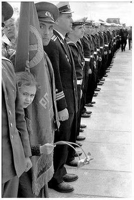 A rigidez da hierarquia militar engessada na fotografia...mas, que tal uma olhadinha...