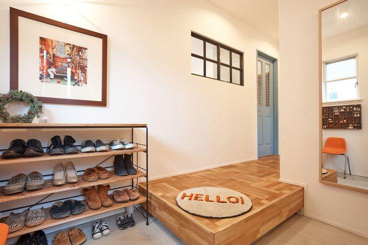 Oyama House、戸建リノベーション事例。素材感を楽しむこだわりの住まい。栃木県小山市にある戸建のリノベーション。 既存の廊下とリビングの位置関係を見直し、各室との繋がりを持たせることで居心地の良い空間作りを目指しました。 タイルや古材などお施主様の趣味とセンスが際立つ、こだわりの空間になりました。