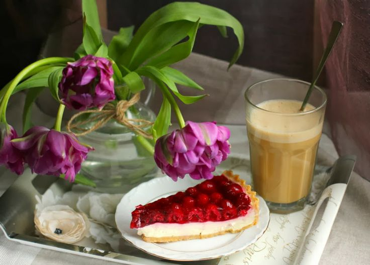View Through the Lens: Breakfast time. Raspberry cake with latte