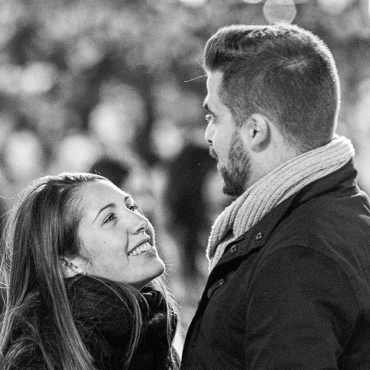hasta las trancas  #amor #love #madrid #sol #promesa #sonrisa #smile #promise #promises #spain #passionate #couple #pequeña #alto #caballero #candid #candids #candidphotography #streetphotography