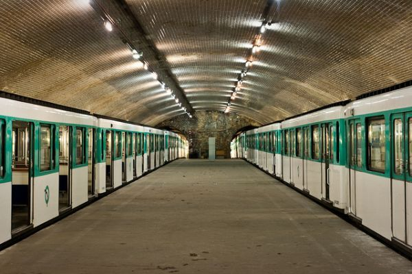 Porte Molitor: The Paris Ghost Station that Never Served a Single Passenger