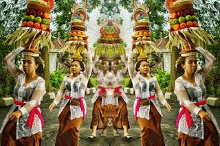 Bali Indonesia Holiday Travels: Gebogan, Balinese Offering Culture to The God