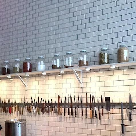 A long magnetic rack holds a collection of vintage knives.