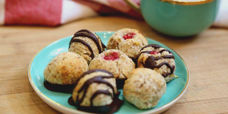 You're just 3 ingredients away from these vegan, gluten-free, sugar-free macaroons via @iquitsugar
