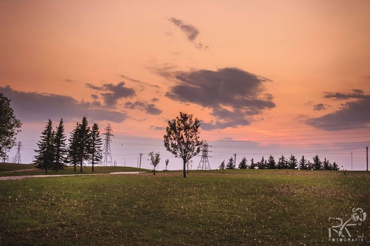 Each day, a sunset over the prairie skies offers you something different to look at. Its the colours in the skies, mixed with the green of the summers. Cant wait for the summers. Visit my Etsy shop to purchase this picture. Link in my bio http://etsy.me/2nXzk5Z