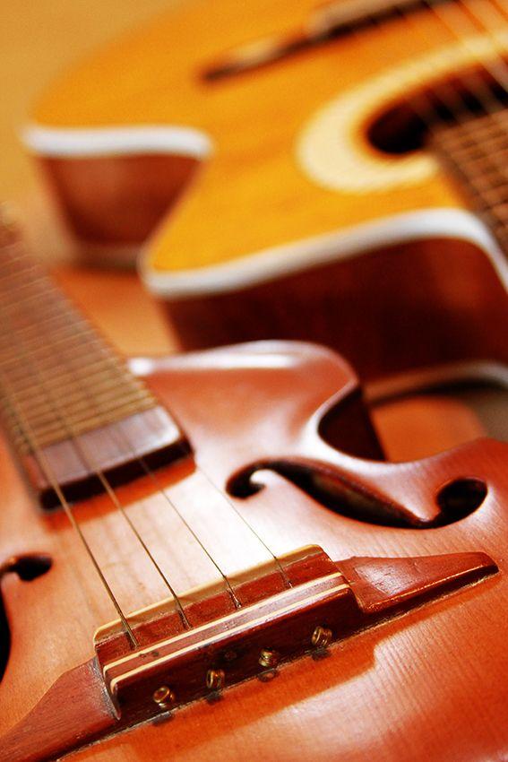 Artista constrói  violoncelos, violões, violões de dois braços e violas com lascas de madeira