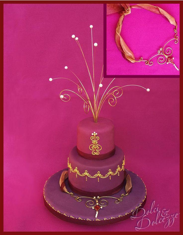 torta con collana e fontana di perle