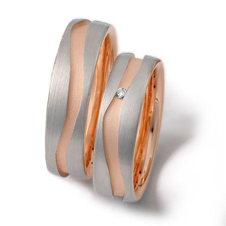 Moderno diseño en oro blanco y oro de 18k fabricación por encargo.
