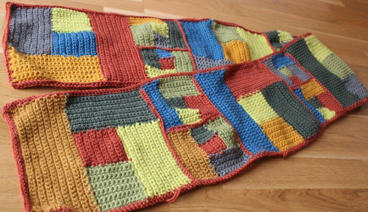 Halsduk till Bosse, att matcha hans frus sjal. Scarf for Bosse, to match his wifes shawl.