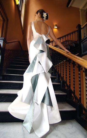 architectural: Wedding Dressses, Photos Ideas, White Wedding, Modern Chic, Chic Dresses, Dreams Wedding Dresses, Something Blue, The Dresses, Back Details