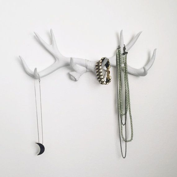 Resin antler hook can be hung alone or with similar items. Use them to hang mugs, necklaces, towels, etc. There are 10 points (hooks) total on the rack.