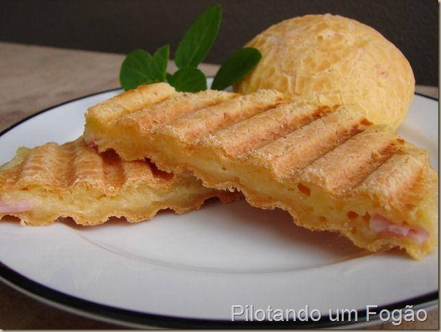 Pão de queijo recheado e prensado! Ideia para o café da manhã