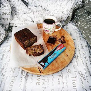 Νομίζω ανακάλυψα την πιο τέλεια συνταγή για banana bread ever! Αφράτο, σοκολατένιο και να λιώνει στο στόμα. Όσοι με ακολουθείτε στο pinterest έχω ήδη καρφιτσωσει τη συνταγή εκεί. ♥ _ #angiekariofilli #bananabread #giotis #darkchocolate #greece🇬🇷 #greekigers #greekyoutuber #greekyoutube #greekbeautyblogger #greekblogger #onthebed  #onthebedproject #flatkaygr #breakfast #creativityinbreakfast #breakfastinbed #bananacake