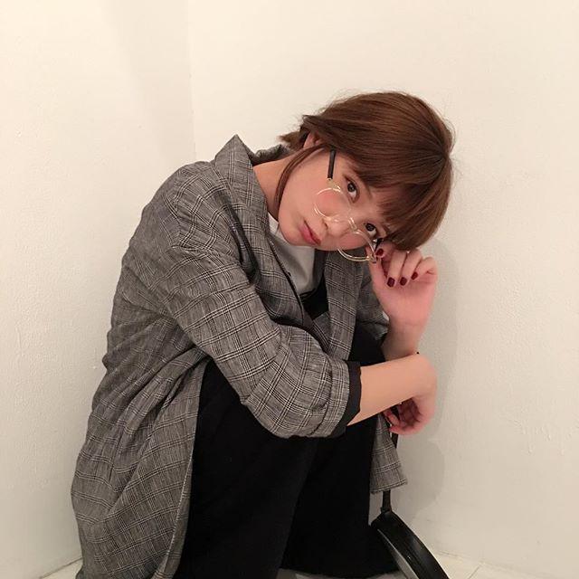 11月号「翼 meets 秋チェック」のオフショット! めがねばっさーはやっぱり最強です♡ #本田翼 #ばっさー @tsubasa_0627official #nonno #nonno_magazine #ノンノ