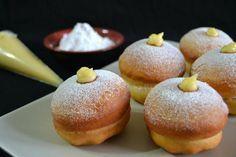 Golosissimi vero i krapfen alla crema? La ricetta è quella del maestro Montersino, scoprite quanto sono golosi e morbidi questi dolci farciti alla crema.