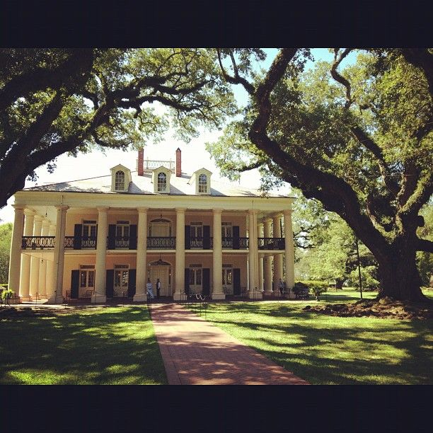 102 best images about old plantations on pinterest the for Old southern style homes