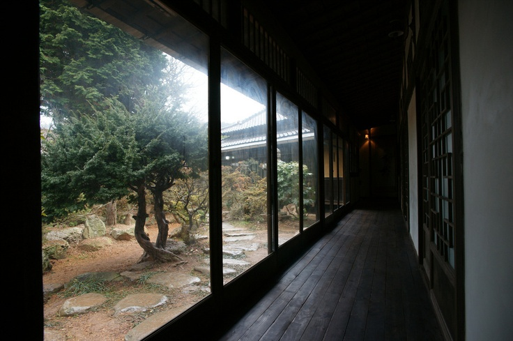 The shapes of Hanok differ regionally. Due to the warmer weather in the southern region, Koreans built Hanok in a straight line like the number 1. In order to allow good wind circulation, there are open wooden floored living area and many windows.