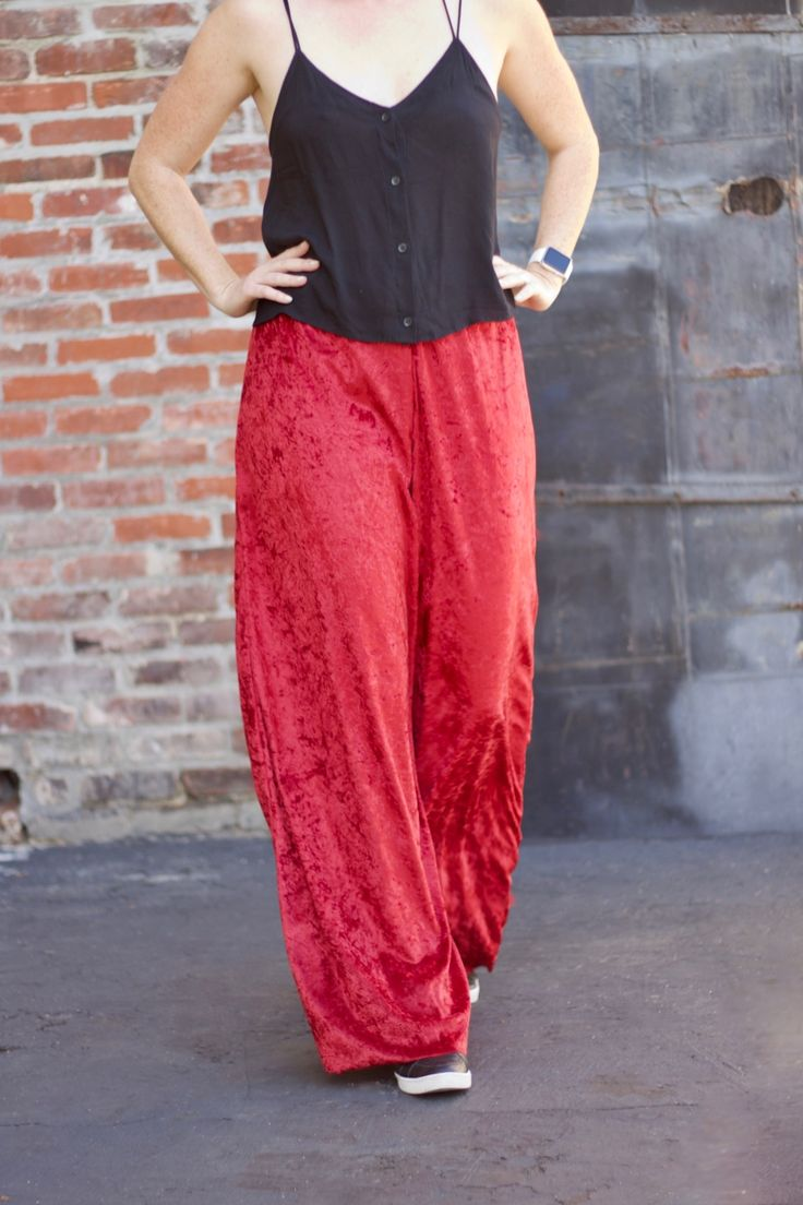 How cute are these velvet high waisted pants? Learn how to easily create this outfit whether for spring, summer, fall or winter!