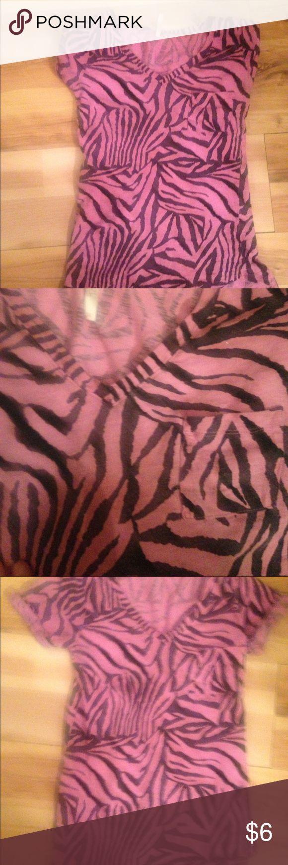 Women's animal print top size medium Pink zebra print women's top size medium Rue 21 Tops Tees - Short Sleeve