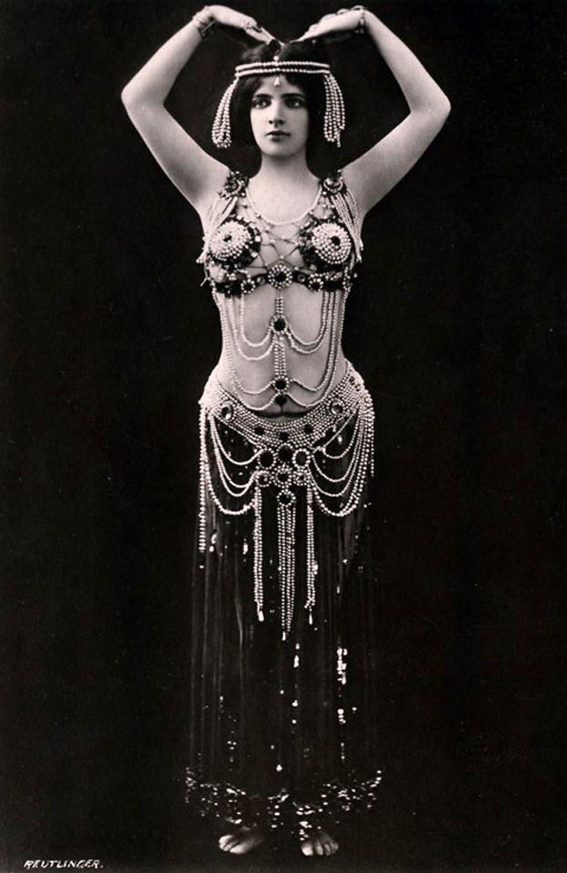 Maud Allan.  Bizarre Los Angeles.