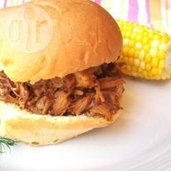 Sanduíche americano de carne de porco desfiada e molho barbecue @ allrecipes.com.br