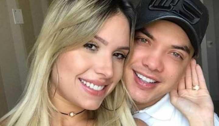 Esposa de Safadão é acusada de usar perfil fake para se elogiar