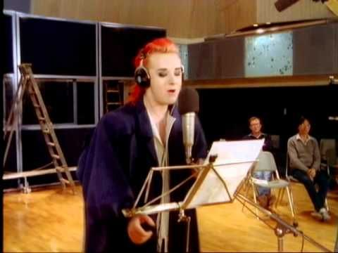 (Feed The World) Do they Know It's Christmas Time - Band Aid 1984 High Quality HQ - YouTube