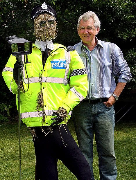 Traffic Cop Scarecrow This Man Was In Trouble With This