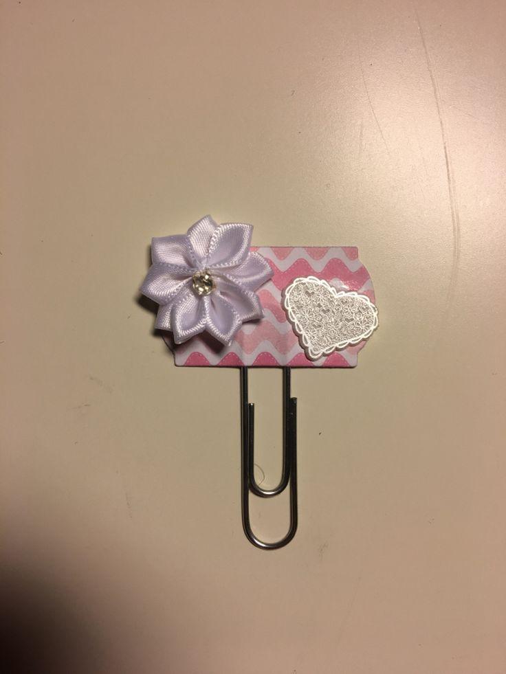 Da har jeg testet å pynte noen binders som jeg har tenkt å bruke i bryllupsgjesteboka 💕Fi...
