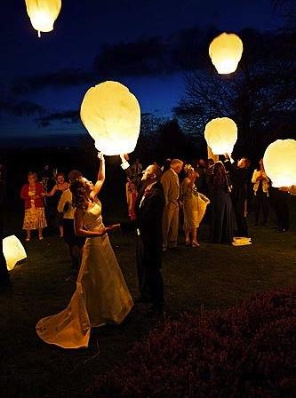 The 25+ best Floating lanterns wedding ideas on Pinterest | Sky ...