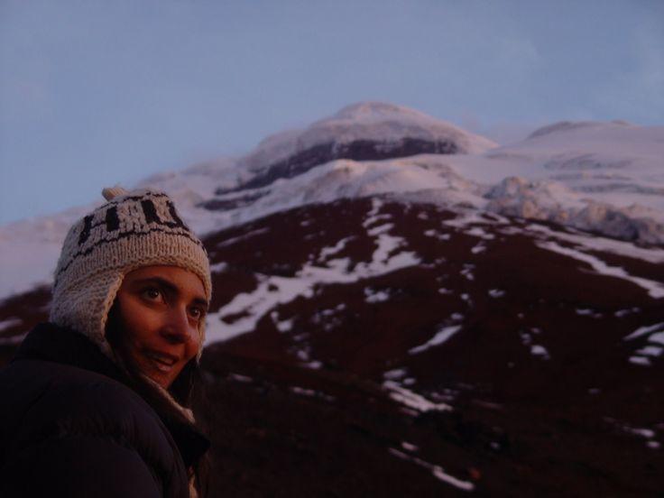 A nossa viagem chegou ao fim na cidade de Quito. Depois de completamente aniquilados pelo Cotopaxi (a subida ao cume foi fisicamente extenuante), cheios de medalhas (pisaduras, feridas e dores), alcançamos a capital do Equador. Quando chegamos a Quito alojamo-nos no Hostal Secret Garden, um paraíso para gringos, já que está recheado de ocidentais, essencialmente …