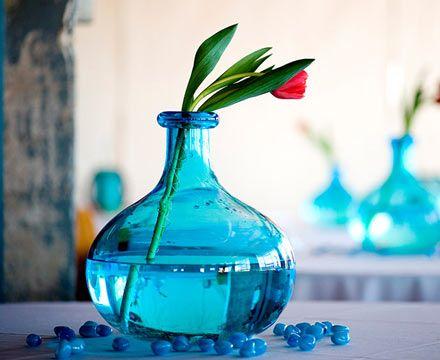 love it: Receptions Centerpieces, Buds Vases, Blue Vases, Color Palettes, Blue Glasses, Simple Centerpieces, Flower Vases, Red Tulip, Weddings Idea