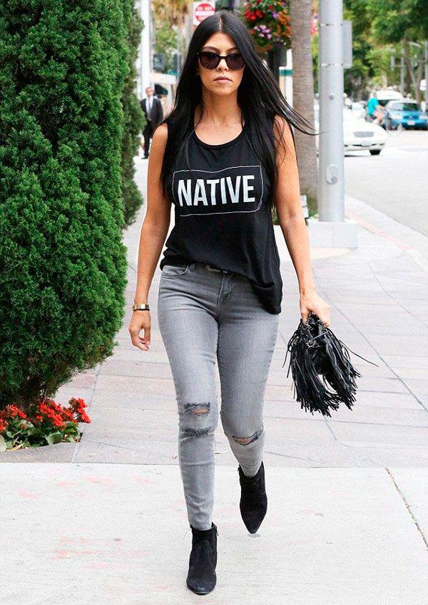kourtney kardashian t-shirt jeans