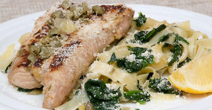 Harcsa piccata spenótos tagliatellével - A piccata olasz eredetű étel. Harcsa piccata serpenyőben készült mártásának alapját a vaj adja, amelyet citrommal és kapribogyóval ízesítünk és spenótos tagliatellével körítünk.