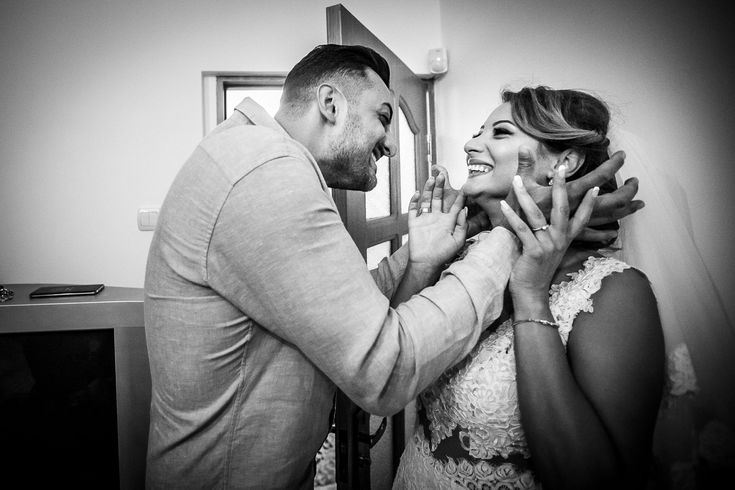 Fotografie de nuntă. Anca și Iozef, nuntă București - Phoenix Cernica. Fotografii de Mihai Zaharia Photography. Pregătiri. Emotie. Alb-negru