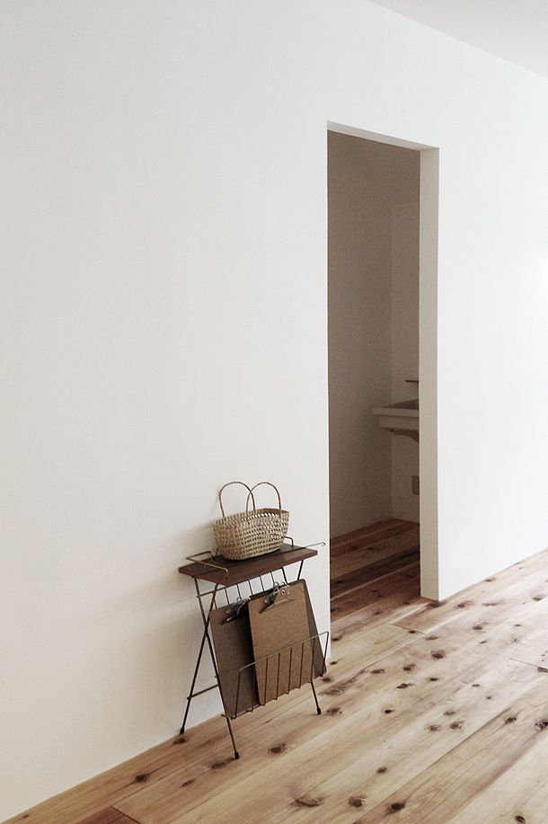 Clean walls with no skirting