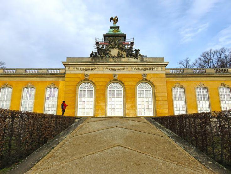 Durante a nossa estadia em Berlim resolvemos fazer uma visitade um dia a Potsdam. Apanhámos o comboio na estação de AlexanderPlatz e em cerca de uma hora chegávamos a Potsdam. Há duas paragens onde se pode sair: Postdam Main Station ou Park Sanssouci. Nós decidimos sair em Park Sanssoucie começar a explorar da parte da …