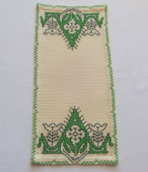 Vintage Tablecloth  Doily Ecru / Green by VintageHomeStories