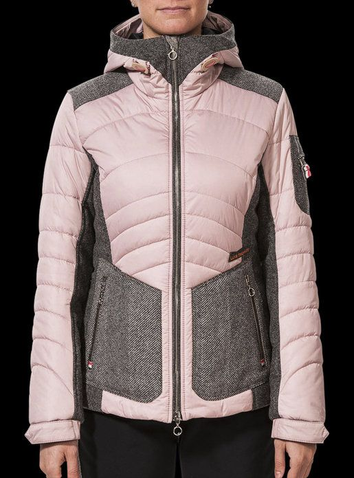 Classy women's ski jacket with hood... http://shop.luistrenker.com/en/boutique/women/jackets/jana/71-5540.html